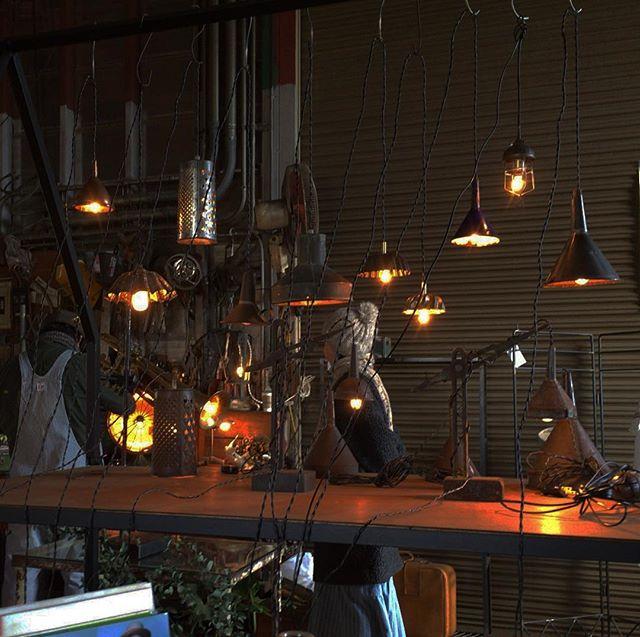 studio caravan さんで灯り展を見る。 気に入った子がいたので、ケーブルを延長してもらう。