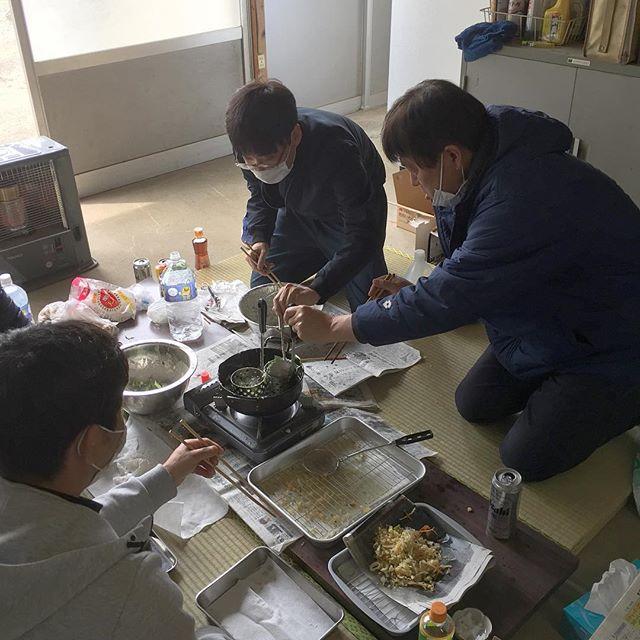 今日は地元で初午祭。  うちの稲荷講は、朝から天ぷらをみんなで揚げます。