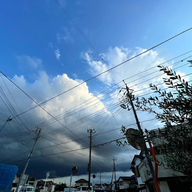 黒雲がやってくる。
