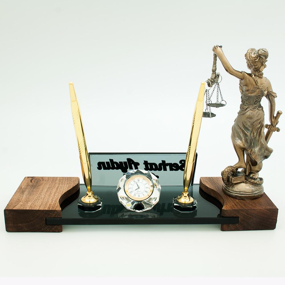 Savcıya Özel Masa İsimliği
