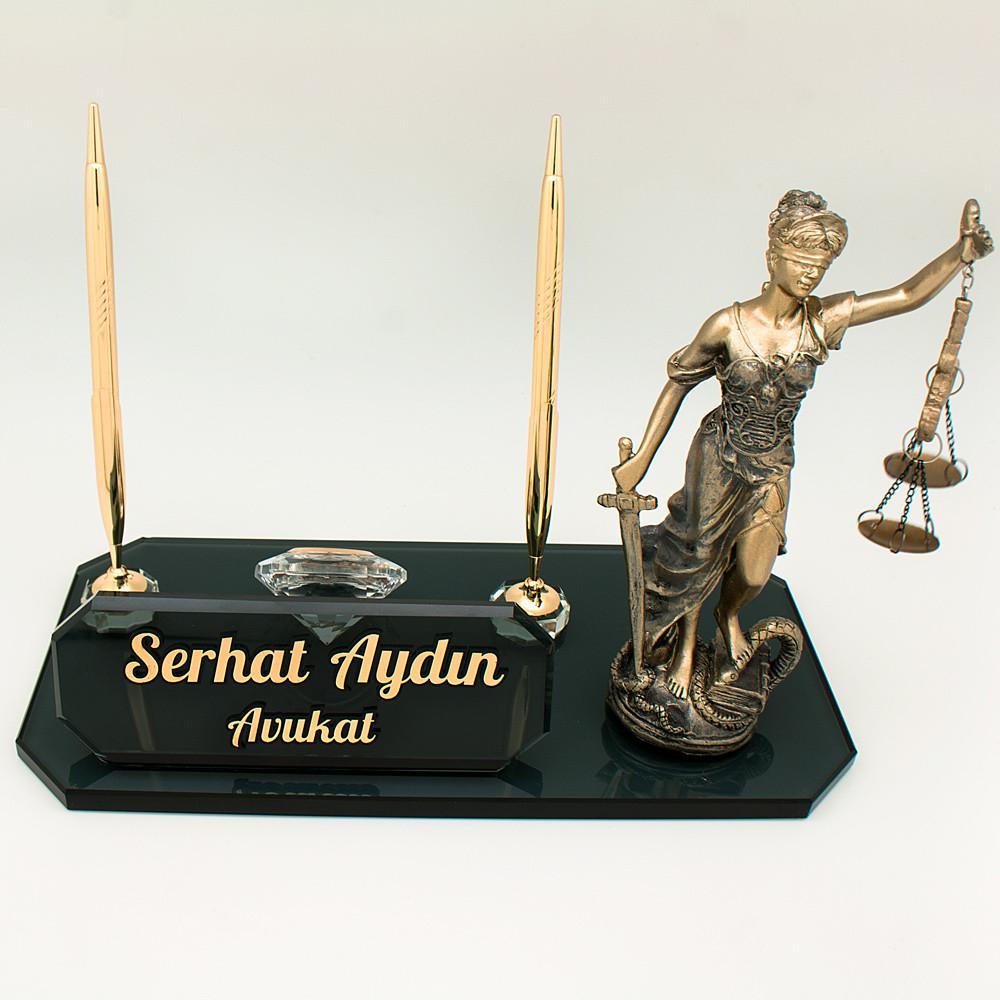 avukatlara özel heykelli kristal masa isimliği