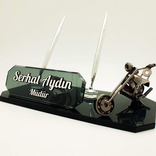 motorseverler için özel tasarlanmış metal motor biblolu kristal masa isimliği