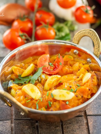 Tomato curry in a bowl