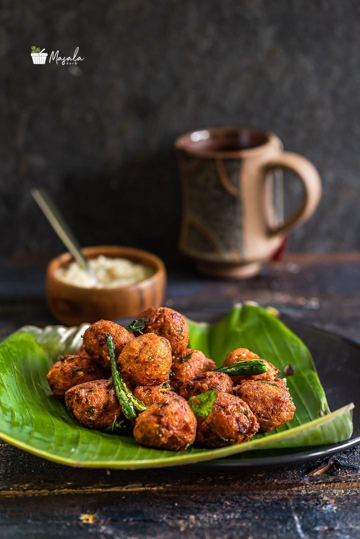 Kunuku recipe - Lentil Fritters served with coconut chutney