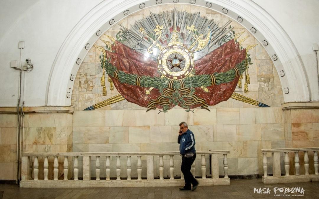 Moskiewskie metro – przewodnik po podziemnej galerii sztuki