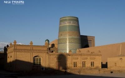 Chiwa Uzbekistan widok na minaret Kalta Minor