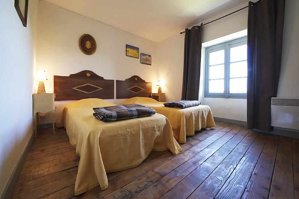 La chambre jaune au Tamaris au Mas de la Baillyde, gîtes de charme en Cévennes