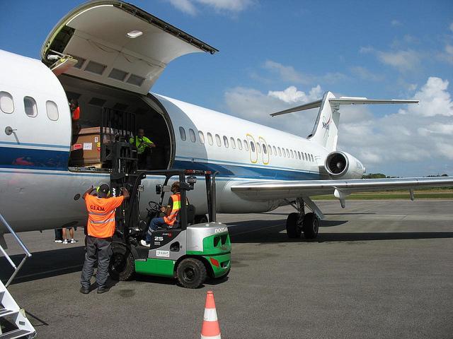 Tarif Ekspedisi Cargo Jakarta-Sumatera Utara Lewat Laut Darat Udara Murah aman