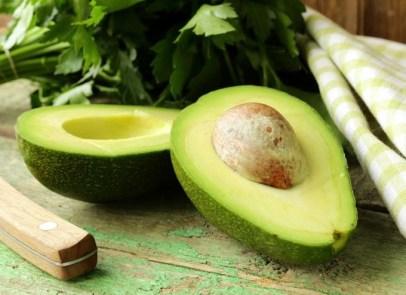 Hidrata el cabello decolorado con acetite de oliva y aguacate