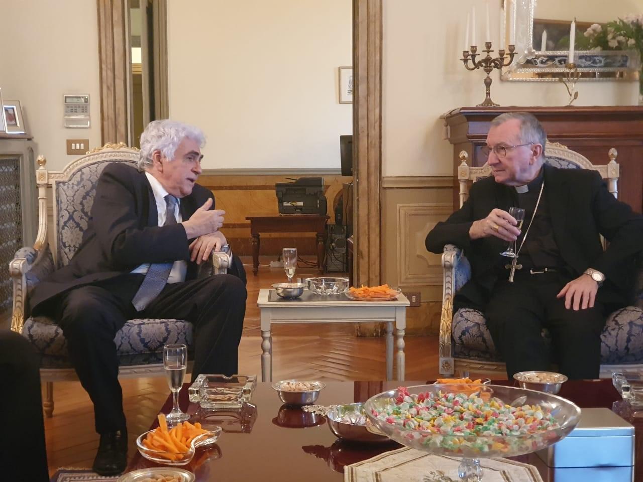 وزير خارجية الفاتيكان لحتّي: على لبنان التحاور مع أميركا وصندوق النقد الدولي لإيجاد مخارج لأزمته الاقتصادية والمالية