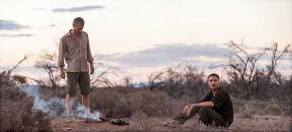 "Guy Pearce e Robert Pattinson in una scena di ""The Rover"" - Photo: courtesy of FDC 2014"