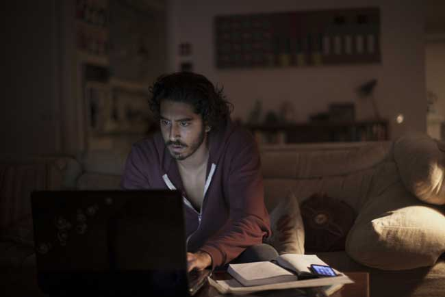 Dev Patel in una scena del film Lion La strada verso casa - Photo: courtesy of Eagle Pictures