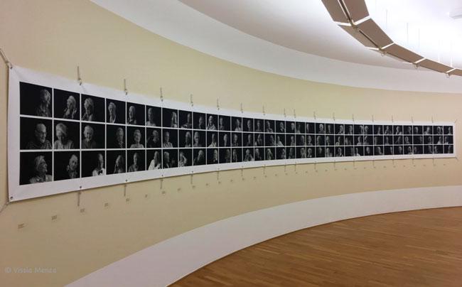 L'ingresso della mostra La bambinaia di Rita Hayworth. Ritratti di Katja Snozzi - Foto di Vissia Menza