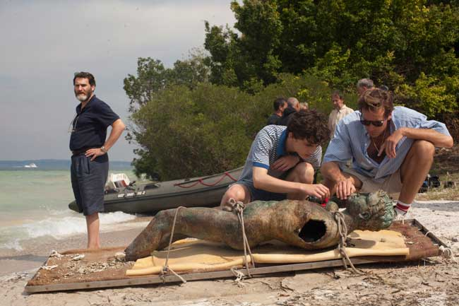 Michael Stuhlbarg, Timothée Chalamet e Armie Hammer in Call me by your Name (c) Sony Pictures Classics