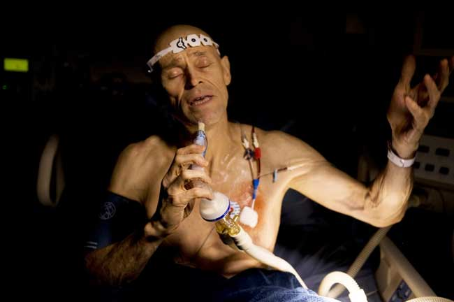 Willem Dafoe in una scena del film My Hindu Friend