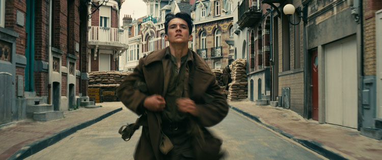 Fionn Whitehead in una scena del film Dunkirk © 2017 WARNER BROS. ENTERTAINMENT INC. ALL RIGHTS RESERVED