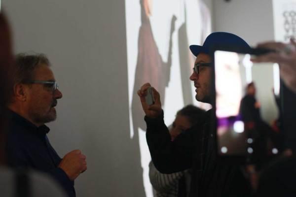 Oliviero Toscani intervistato all'inaugurazione (c) Giorgia Meroni