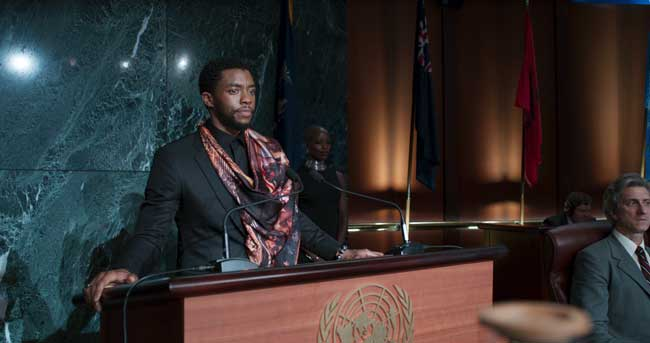 Chadwick Boseman in una scena del film Black Panther - Photo: courtesy of MARVEL STUDIOS