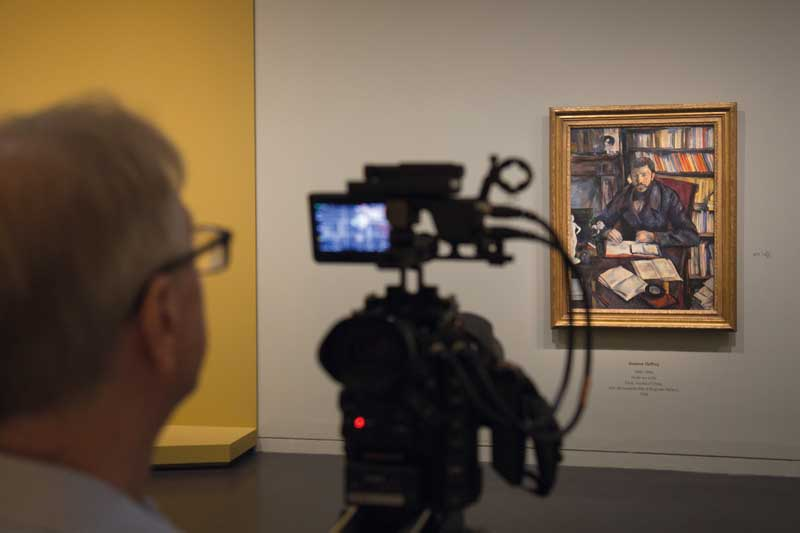 Un'immagine durante le riprese del docufilm Cézanne Ritratti di una vita - Photo: courtesy of Æ EXHIBITION ON SCREEN