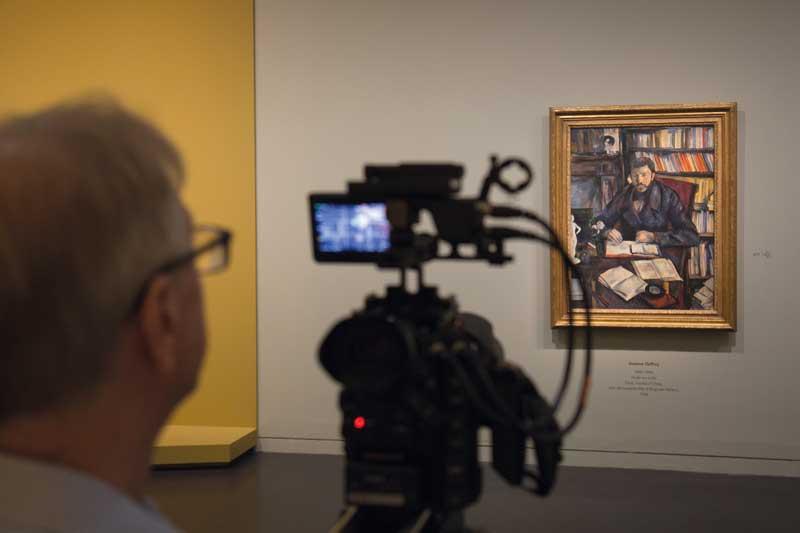 Un'immagine durante le riprese del docufilm Cézanne Ritratti di una vita - Photo: courtesy of Æ EXHIBITION ON SCREEN