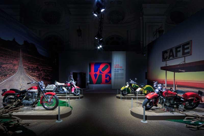 Easy Rider il mito della motocicletta come arte: una foto dell'allestimento della mostra