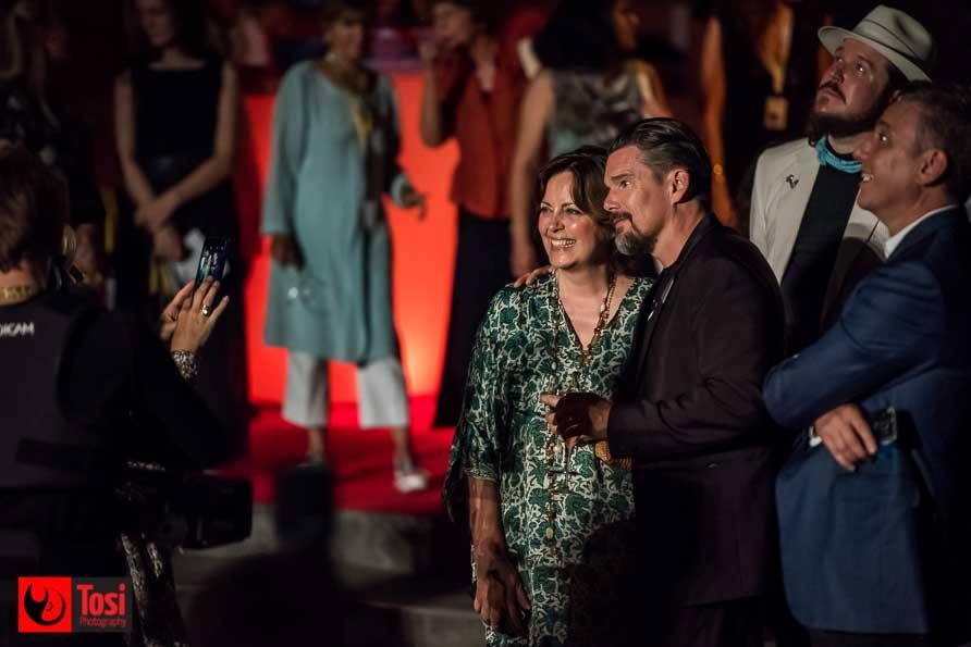 Ethan Hanke e Greta Scacchi in Piazza Grande la sera dell'8 agosto - Tosi Photography