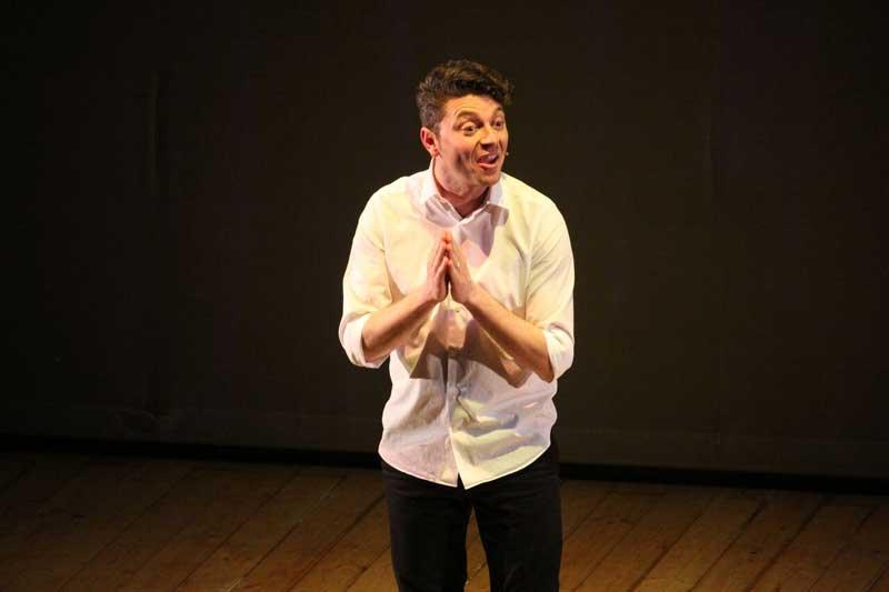 Giovanni d'Angella nello spettacolo Essere o Benessere il 15 ottobre al Teatro Manzoni