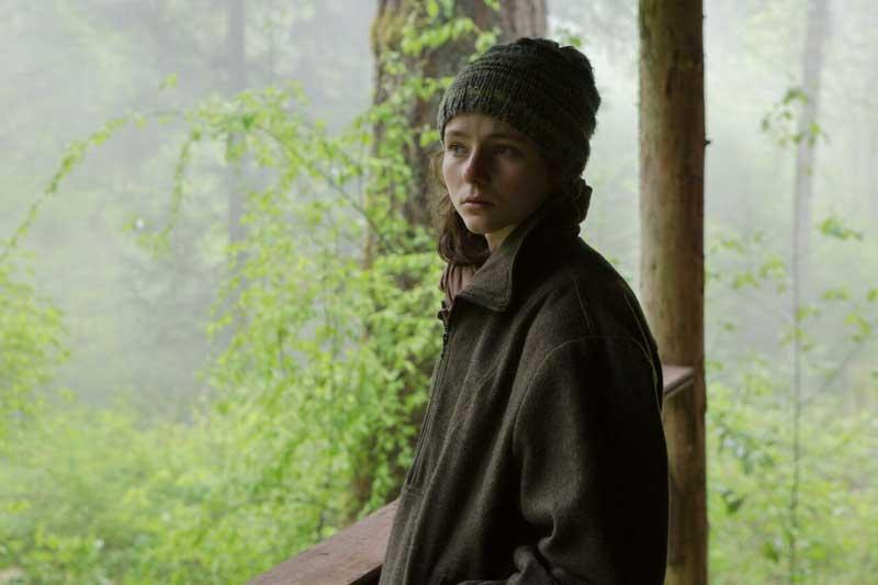 Thomasin McKenzie in una scena del film Senza lasciare traccia - Photo: courtesy of Adler Entertainment