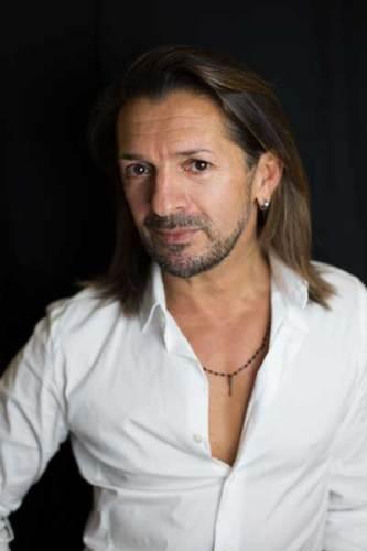 Manuel Frattini è Bernadette in Priscilla il musical