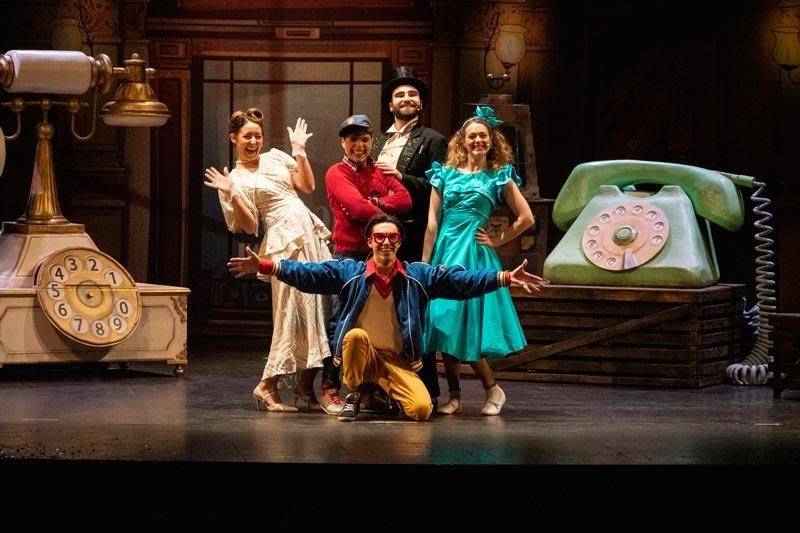 una scena della commedia musicale Favole al Telefono - Foto: Paolo Brutti/ Fondazione Aida