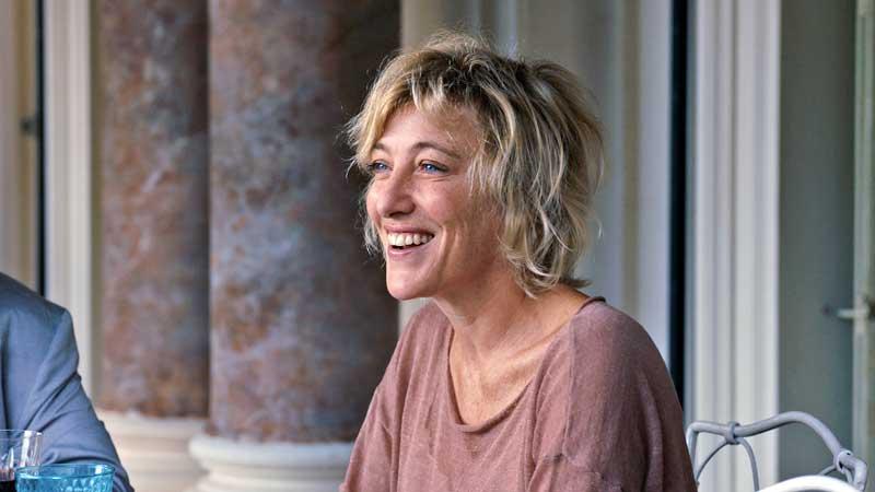Valeria Bruni Tedeschi in una scena del film I Villeggianti - Foto: Lucky Red