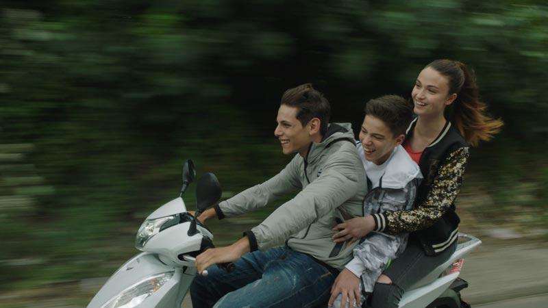 Francesco Di Napoli, Luca Nacarlo e Viviana Aprea in una scena del film La Paranza dei Bambini © Palomar
