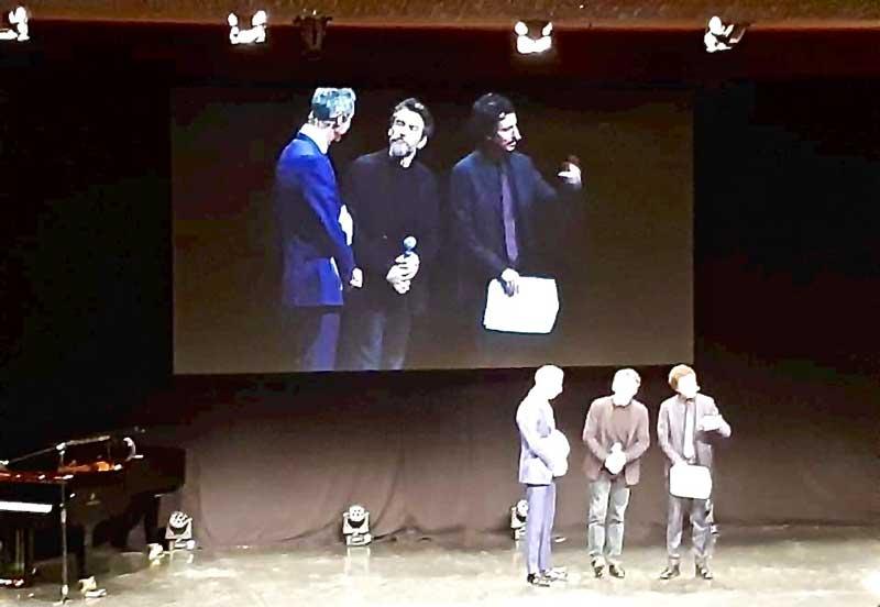 Alessio Boni tra Luca e Paolo durante la serata al Manzoni - Photo: Sarah Pellizzari Rabolini