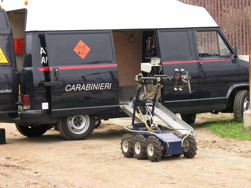 Sulla scena del crimine: il robot Defender - Foto Carabinieri
