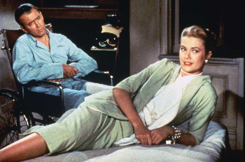 Grace Kelly e James Stewart durante le riprese del film La finestra sul cortile, 1954 © Universal Pictures