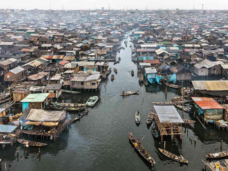 Makoko #2, Lagos, Nigeria 2016. Photo © Edward Burtynsky, courtesy Admira Photography, Milan / Nicholas Metivier Gallery, Toronto.