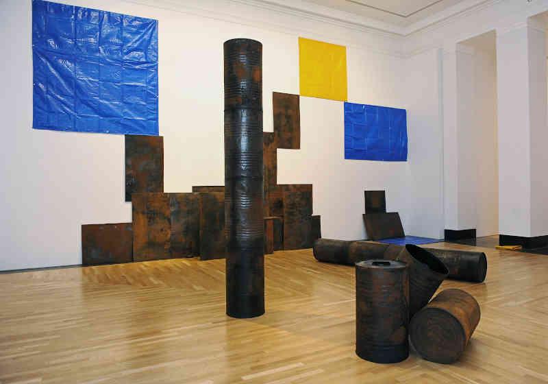 Mostre a Milano - Sheela Gowda, Kagebangara, 2008, Veduta dell'installazione: Artes Mundi 5, 2012 Courtesy dell'artista. Foto: Wales News Service