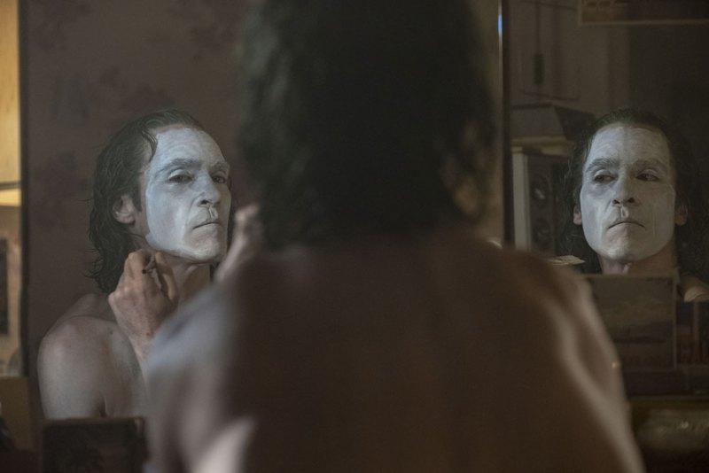 JOAQUIN PHOENIX è Arthur Fleck nel film Joker © 2019 Warner Bros. Entertainment Inc. All Rights Reserved. TM & © DC Comics - Photo credit: Niko Tavernise