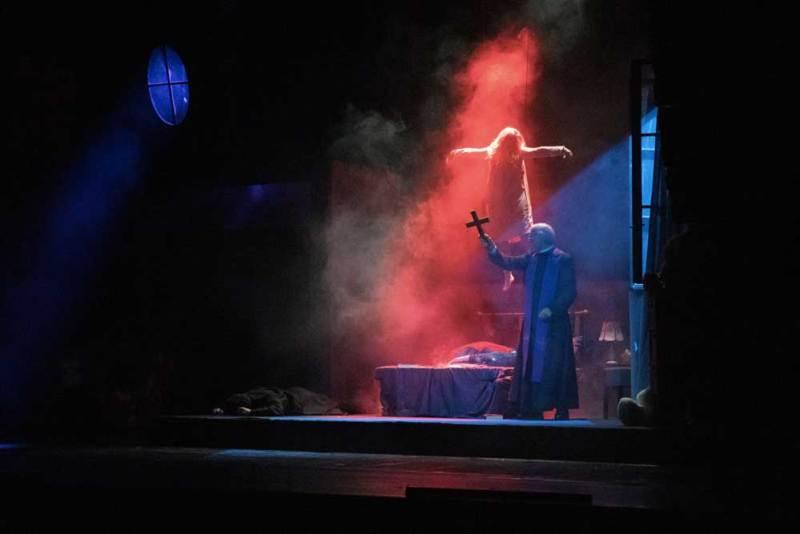 Una scena de L'Esorcista al Teatro Nuovo - Photo: Alice Fassi