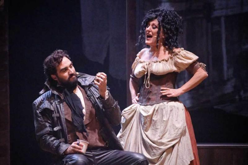 Lorenzo Tognocchi e Francesca Taverni in una scena del musical - Foto MARIOLUCA BARIONA Torino