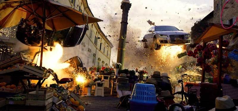 Una scena esplosiva di 6 UNDERGROUND - Photo: Netflix