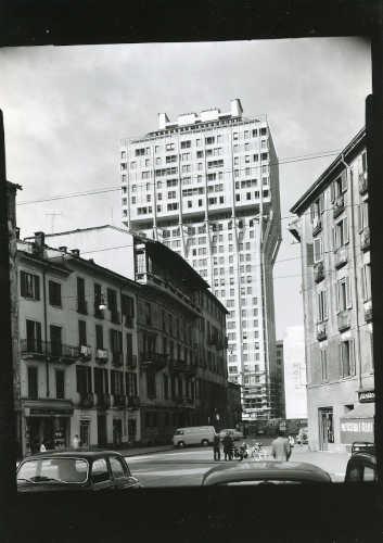 Milano Anni 60: Torre Velasca © Archivio Civico Fondo Paolo Monti