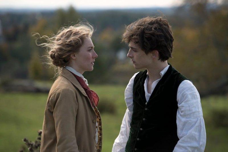 Saoirse Ronan e Timothée Chalamet nel film Piccole Donne. Photo: courtesy of Sony Pictures.