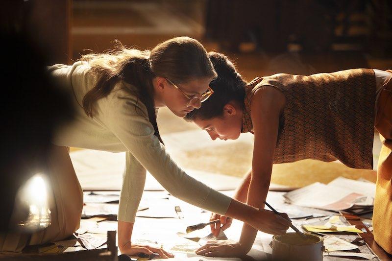 Margherita Mazzucco e Gaia Girace in una scena de L'Amica Geniale 2 episodio 3 - Foto di Eduardo Castaldo.