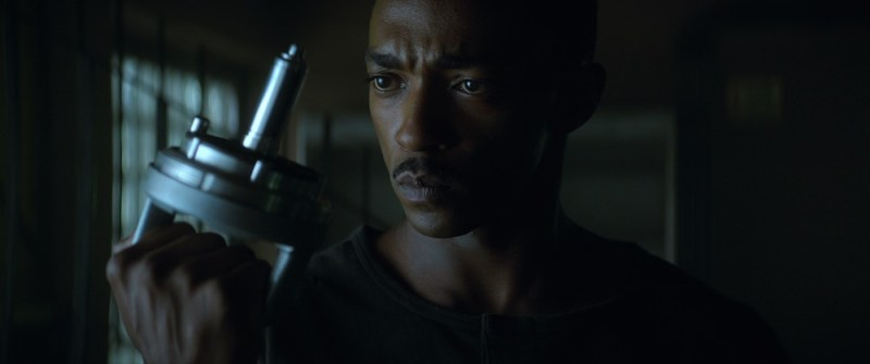 Anthony Mackie in OUTSIDE THE WIRE. Cr. Jonathan Prime/NETFLIX © 2020
