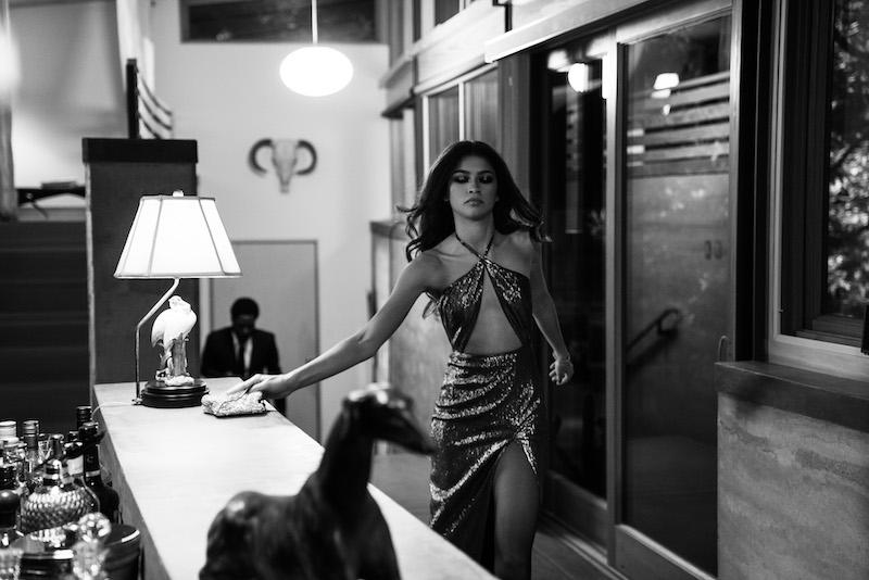 Zendaya in una scena del film Malcom & Marie. Cr: DOMINIC MILLER/NETFLIX © 2021