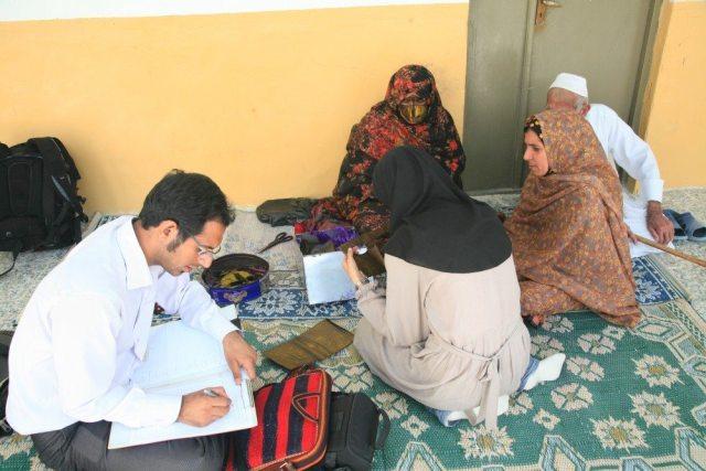 Ehsan Mirhoseyni doing research on the burqe in southern Iran.