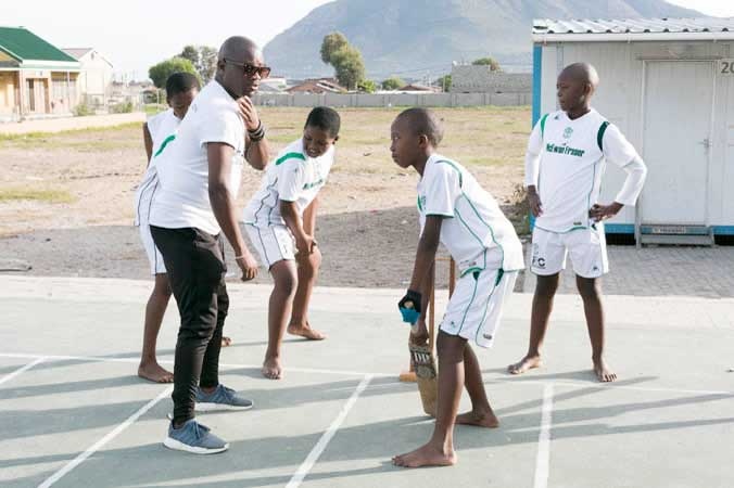 Nceba Jonas coaching cricket at Ukhanyo school