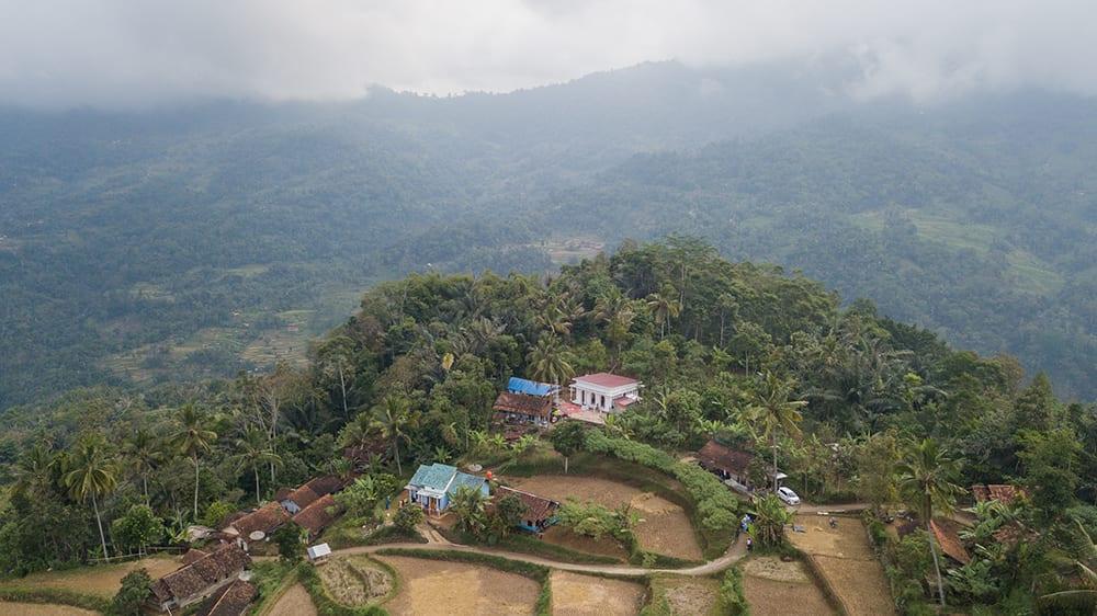 Bergaya Minimalis Tropis, Masjid Ini Jadi Ikon Baru di Garut (1)