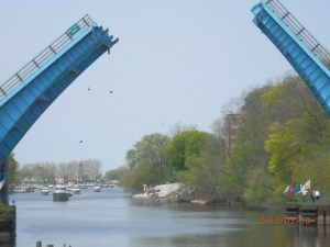 The Maple Street bridge opens for boats as they pass through. Photo by Miranda Beebe.